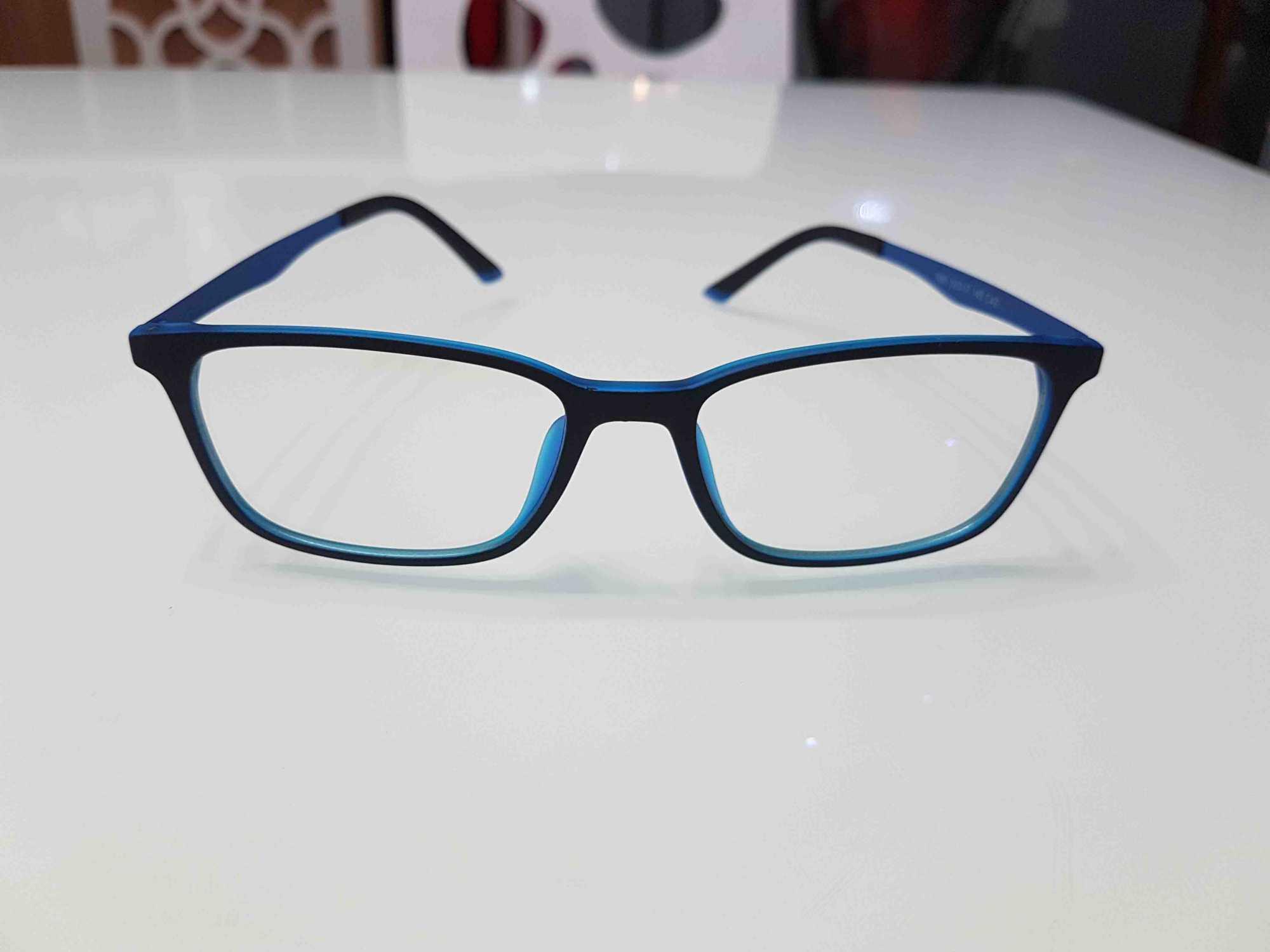 kính chống ánh sáng xanh màu lam