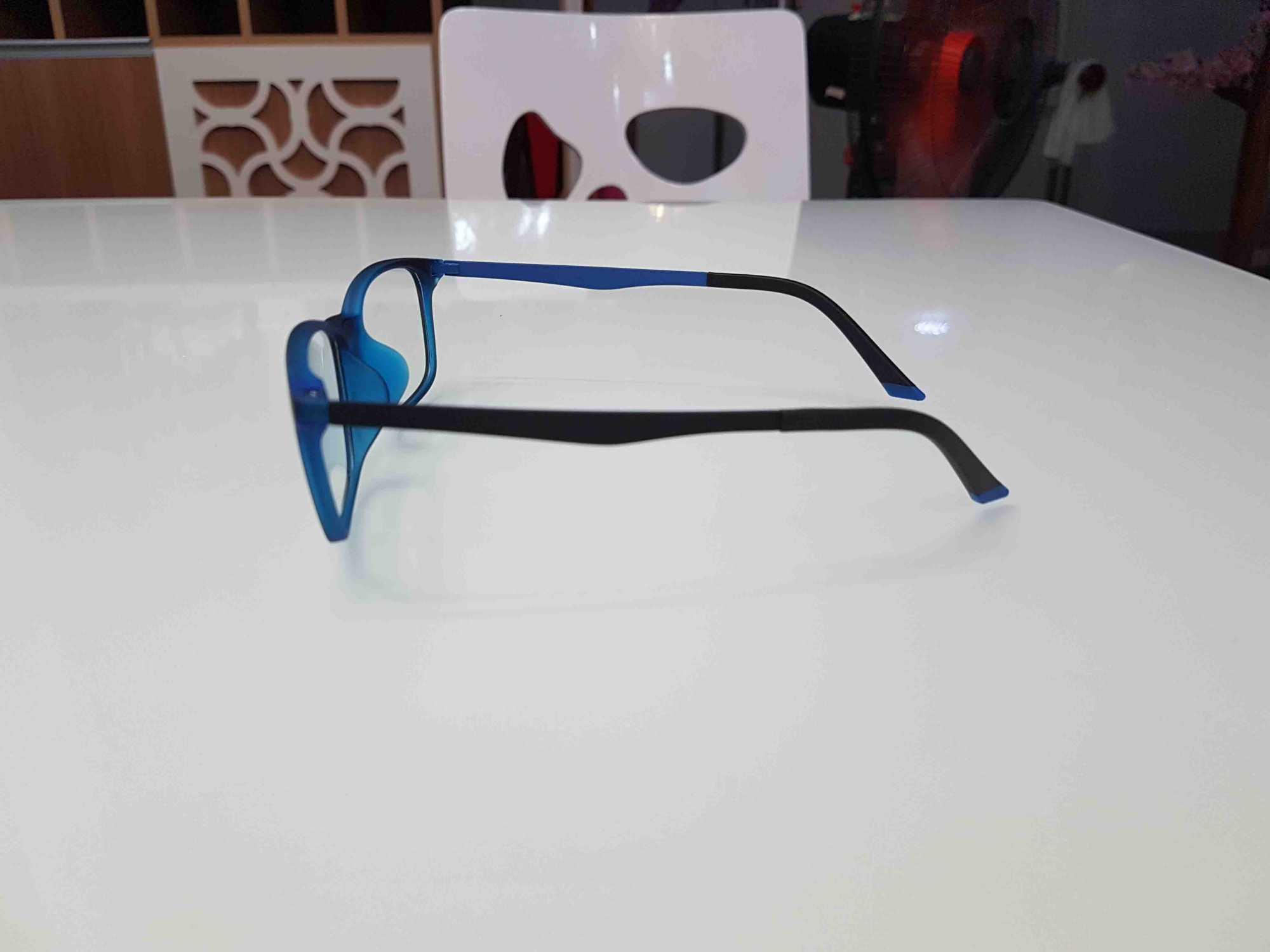 kính chống ánh sáng xanh cho nam