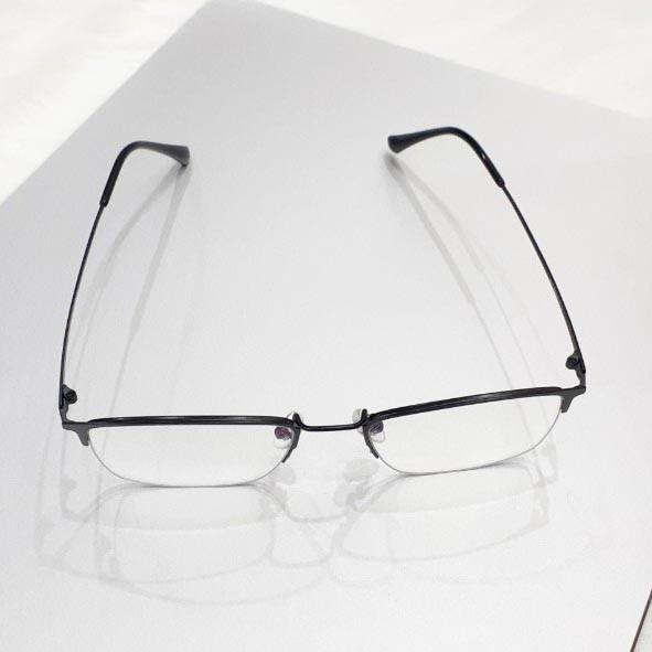 Kavi A4 - Kính chống ánh sáng xanh gọng Titan đen