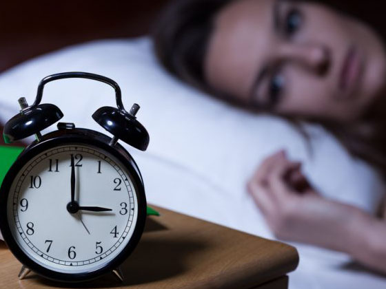 tại sao dùng điện thoại lại gây mất ngủ