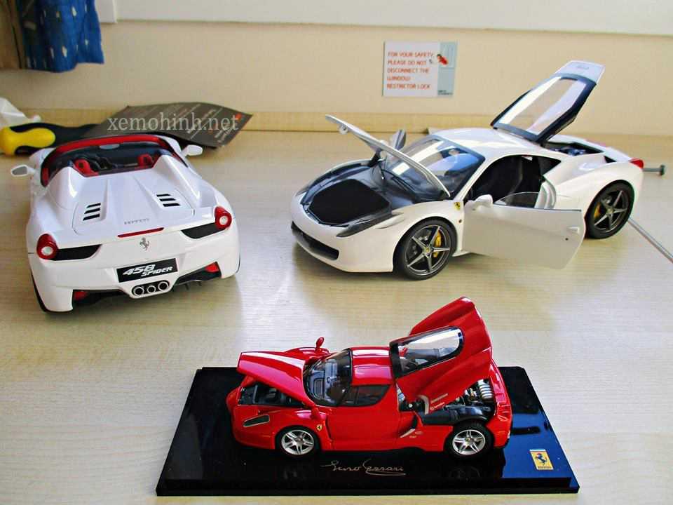 Bộ 2 xe mô hình tĩnh 1:18 Hotwheels Elite và Kyosho 1:43