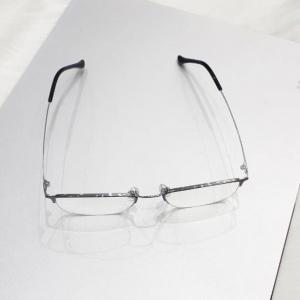 Kavi A4 - Kính chống ánh sáng xanh gọng Titan đen bạc
