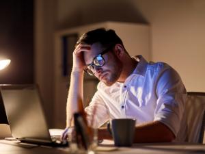 Sử dụng kính bảo vệ mắt khi dung máy tính như thế nào cho đúng ?