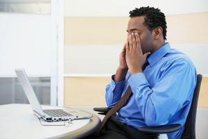 Kính bảo vệ mắt khi ngồi máy tính có thực sự cần thiết ?