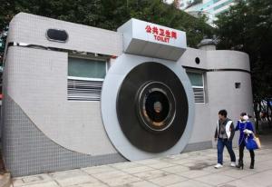 Tin ngoại: Shock ! Có bằng đại học mới được nhận làm quản lý nhà vệ sinh tại Trung Quốc