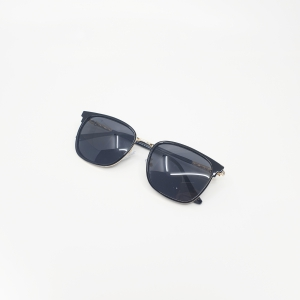 Kính Thời Trang Chống Tia UV400 KAVI R2 màu đen